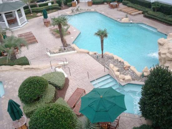 Turtle Cay Resort: pool area