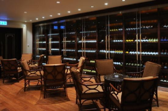 Indochine Palace: Le Bar - International fine wine bar