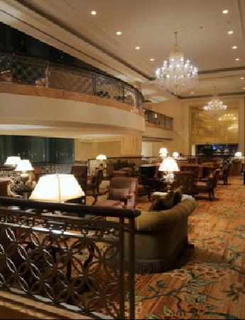 Indochine Palace: Au Rendezvous lounge with nightly live entertainment