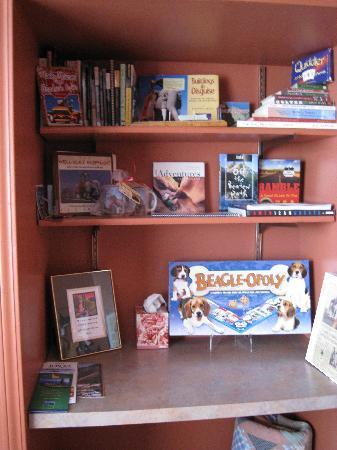 Dog Bark Park Inn : library of books & games in main quarters