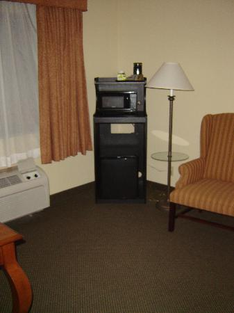 Country Inn & Suites By Carlson, Bothell: FRIDGE AND MICROWAVE!
