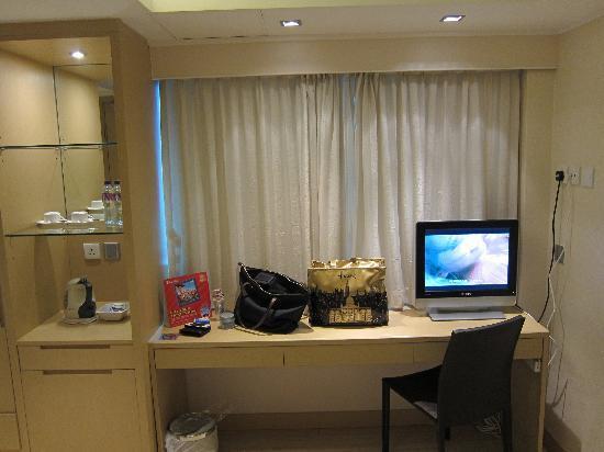 Hotel Benito: working desk