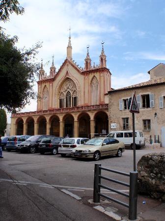 Monastere de Cimiez: 正面からみた修道院