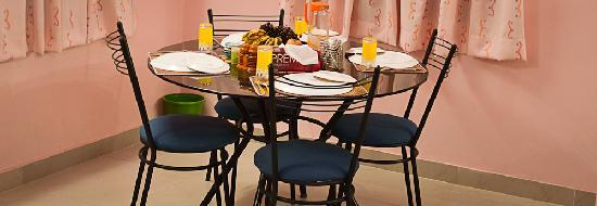 Asokantham Luxury Serviced Apartments: Dining