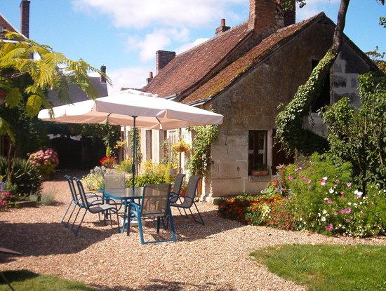 Villiers-sur-Loir, Γαλλία: coté jardin chez Hans et Adele