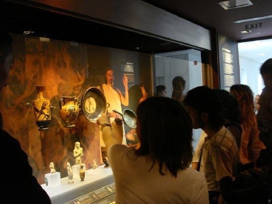 Musée d'art cycladique : Daily life in antiquity, the permanent exhibition on the 4th floor of the Main Building
