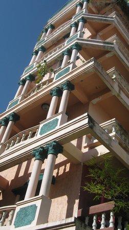 The Royal Guest House: 7 floors; cheap but a tough walk