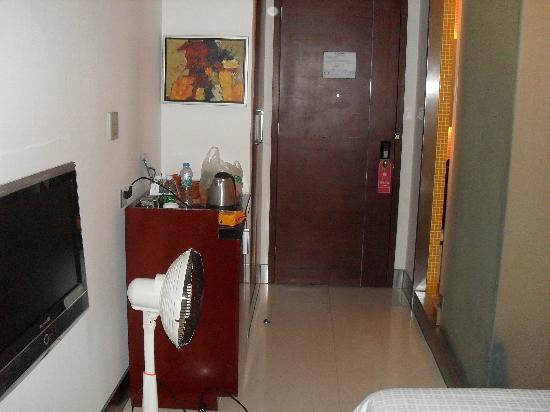 CAA Holy Sun Hotel: small room with portable heater