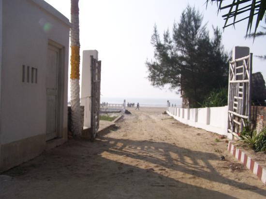 Debraj Beach Resort: View of the sea beach from resort's gate