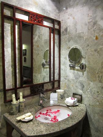 Essence Hanoi Hotel & Spa : Bad