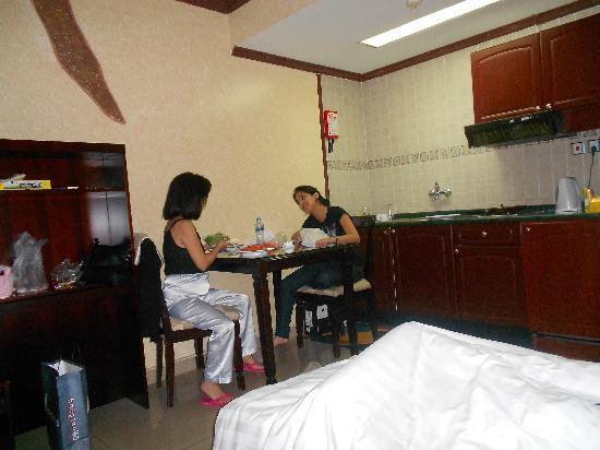 Oriental Palace Hotel Apartments : dining in room