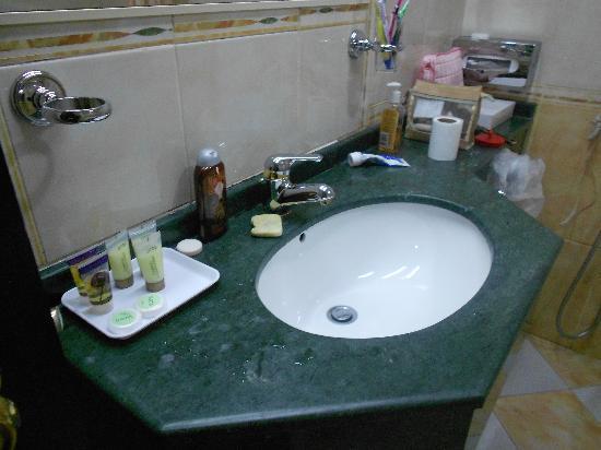 Oriental Palace Hotel Apartments : clean bathroom