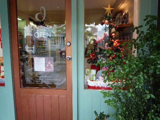 Devonport Chocolates: お店の入り口