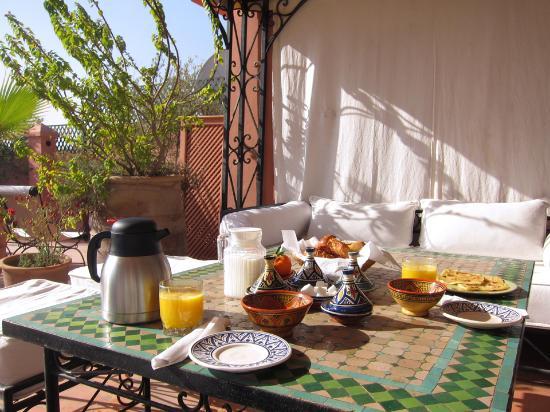 Riad Bamaga Hotel: Breakfast in Terras