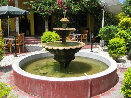 The garden near rooms picture of pousada casa do sandalo for Garden rooms near me
