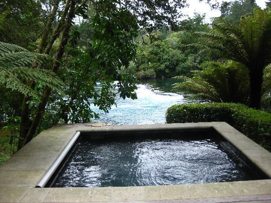 Huka Lodge: Outdoor jacuzzi