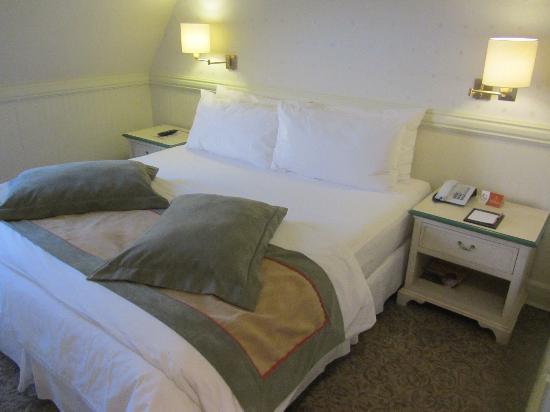 Hotel Costaustralis: Bett