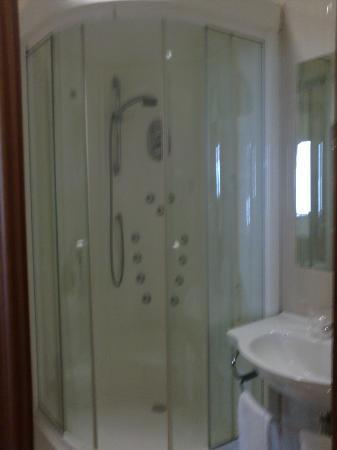 Hotel Leyton: baño