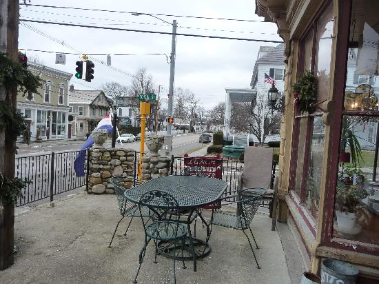 Sal's South: Outdoor Seating