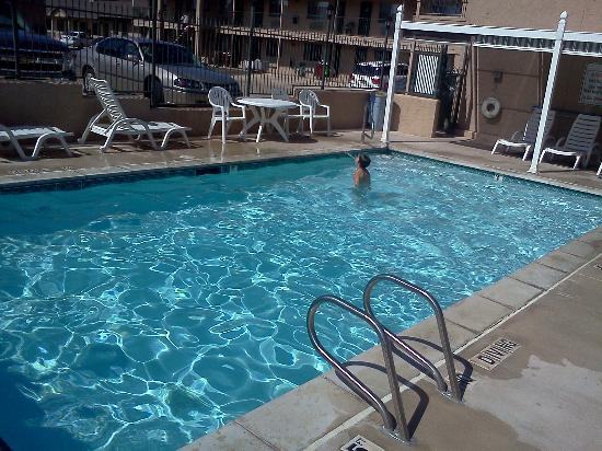 Bowen Motel: Pool
