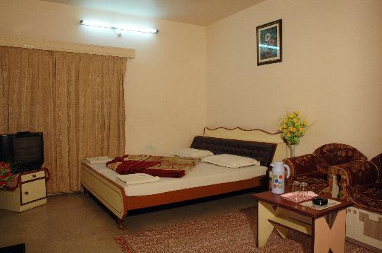 Hotel Kalyan: Semi Deluxe
