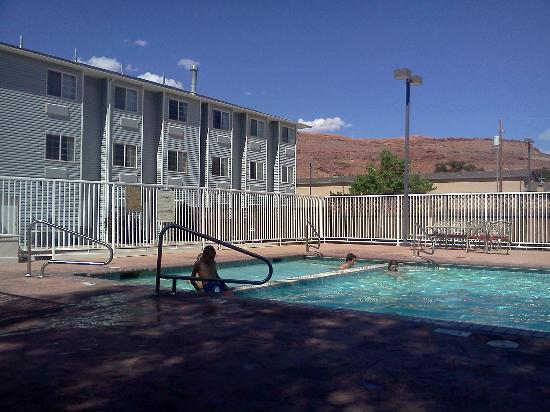 River Canyon Lodge Inn and Suites : Pool Seite 2