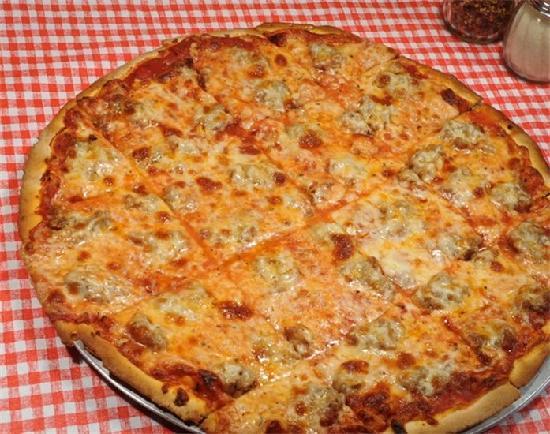 Mannie & Bo's Pizzeria: Signature Sausage Pizza