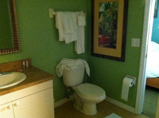 The Barefoot Suites: bathroom