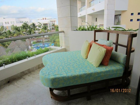 Excellence Playa Mujeres: Double day bed on balcony