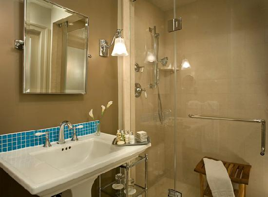 Rittenhouse 1715, A Boutique Hotel: Marble bathrooms