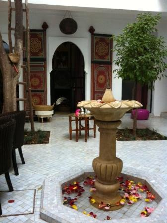 Riad Lhena: Ground level