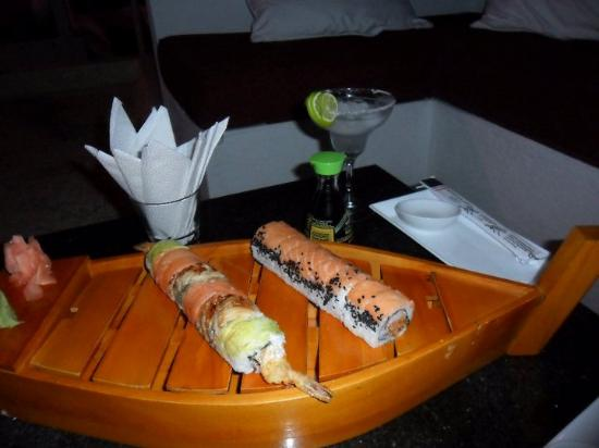 Santorini Hotel Boutique Santa Marta: Sushi