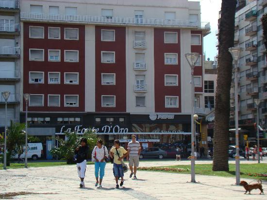 Hotel Riviera  Mar del Plata: ala del hotel que da hacia la plaza y el casino