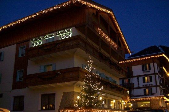 Hotel Cima Undici: Albergo di sera