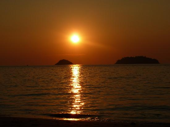 The Chill Resort & Spa, Koh Chang: sunset from the beach