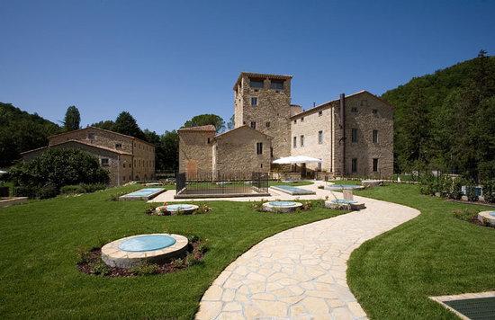 Borgo Le Terre Del Verde: Badia Torre lato piscina