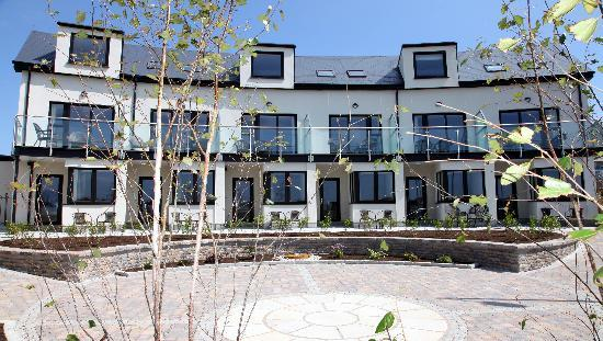 Strandhill Lodge and Suites Hotel: View Onto our Balconies & Garden