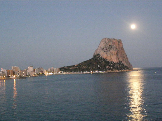Calpe, Spanje: Moonlight Over The Peñon Ifach