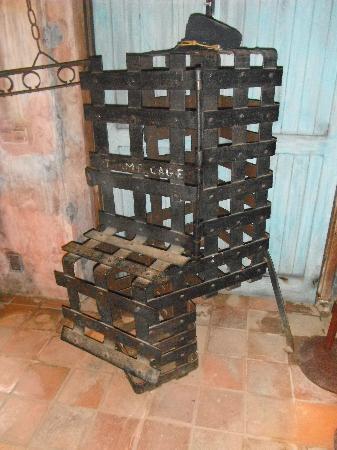 Kura Hulanda Museum: Slave cage