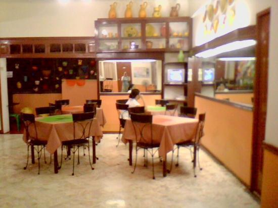 Travelbee Capitol Inn Cebu: their lounge/cafeteria