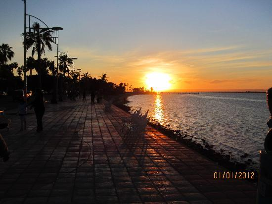 Las Gaviotas Resort: Gorgeous La Paz sunset