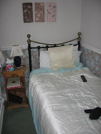 Avondale Guest House: bed