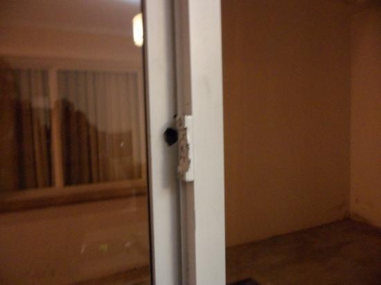 Zapala, Argentina: cerradura rota