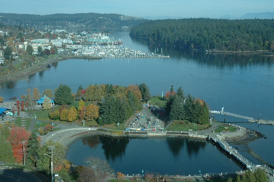Nanaimo, كندا: Nanaimo Harbour & Maffeo Sutton Park