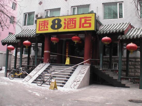 Super 8 Beijing Jinbao Street: Vor dem Hotel