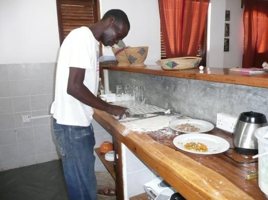 Raha Lodge: il cuoco ai fornelli