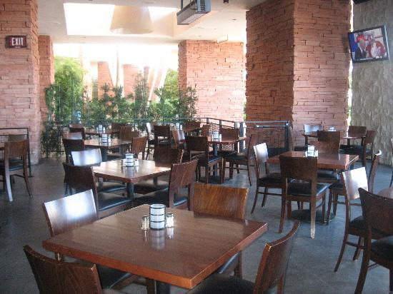 Yard House - Red Rock Casino : Outdoor seaating