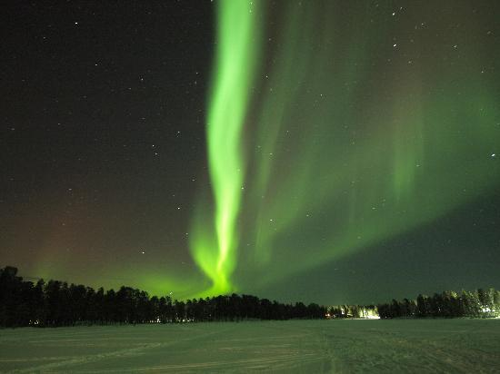 Nellim, Finnland: northern lights on the lake