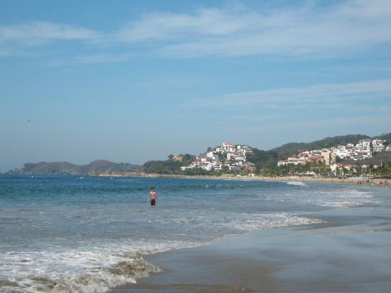 Tesoro Ixtapa: beach west