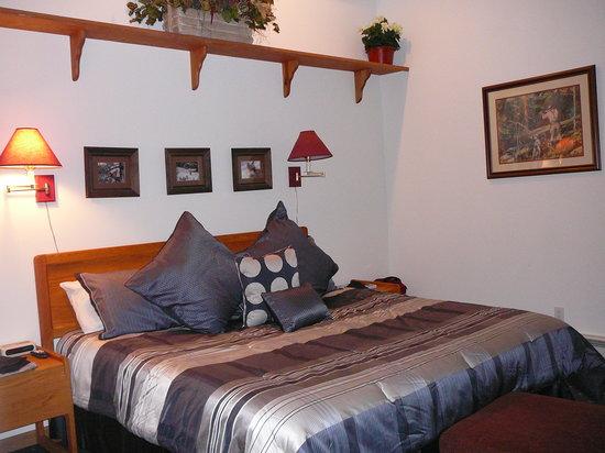 Sun Vail: 33E Bedroom